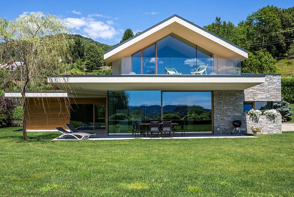 Fotogallery casa in legno novara kager italia for Vetrate case moderne