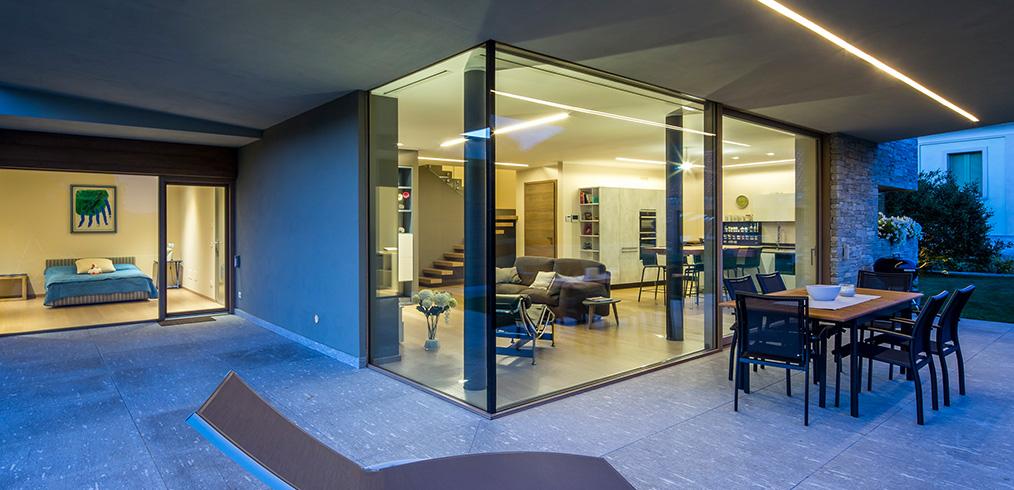 L 39 uso del vetro nelle case in legno stile ed efficienza for Case in legno italia