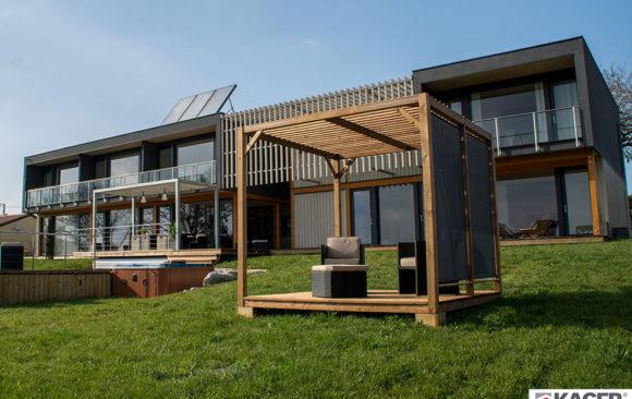 Case in legno Kager, villa Lascaux, Francia, esterno giorno