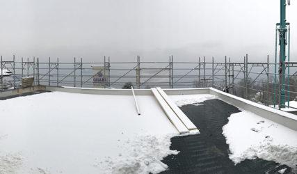 Dietro la nebbia, la vista sul Lago Maggiore