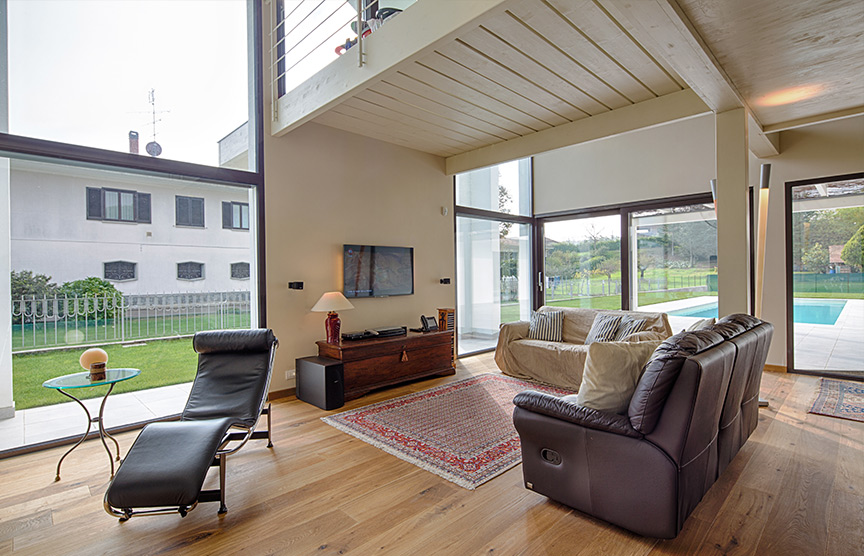 Kager-case-in-legno-vetrate-ampie